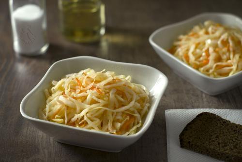 Салат из капусты с морковью с уксусом и сахаром, как в столовой рецепт. Рецепт салата из капусты с морковью с уксусом, маслом и сахаром, как в столовой