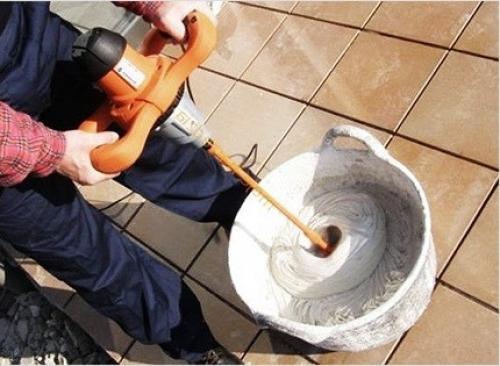 Как затирать швы на плитке. Шаг #2 – подготовка швов и раствора