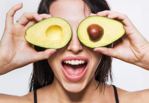 Как правильно есть авокадо?