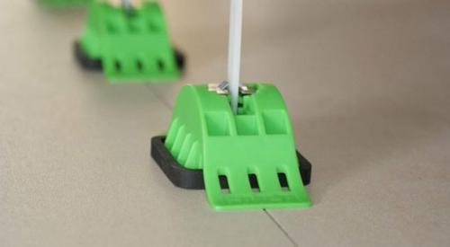 Вместо крестиков для укладки плитки. Укладка кафеля с использованием системы выравнивания плитки СВП.