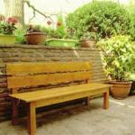 Скамейка своими руками - уникальная конструкция на деревянных крепежах.