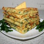 Cырные блинчики с петрушкой.