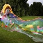 Как сделать гигантские мыльные пузыри?