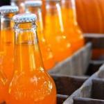 Апельсиновый лимонад?  Нужно взять 4 апельсина, вымыть их и обдать кипятком.
