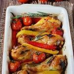 Куриные ножки с розмарином, сладким перцем и помидорами.